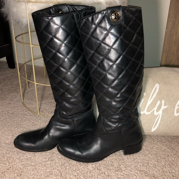 0265acc0fcc Tory Burch Quilted Leather Riding Boots. M 5c469fce6197452a1791fcfd
